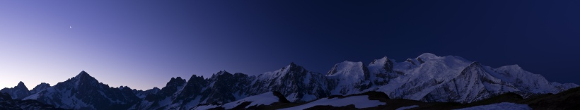 Massif at night pano
